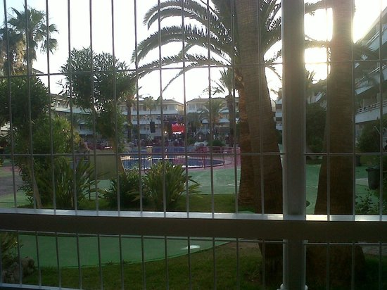 BH Mallorca: Picture from Bottom floor Room of stage and pool.