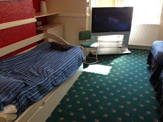 The Lodge: This room reviewer labelled disgusting !!!  your thoughts?