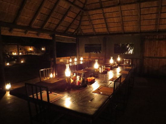 Mosetlha Bush Camp & Eco Lodge: Our magical evening meals were here