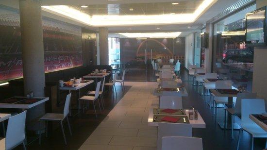 Hotel Tach Madrid Airport: zona desayuno
