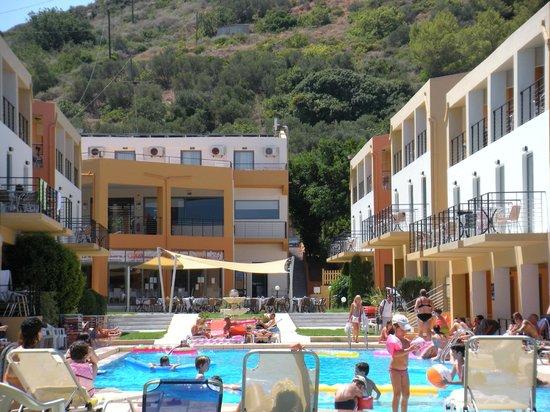 Sunrise Village Hotel: Restaurant