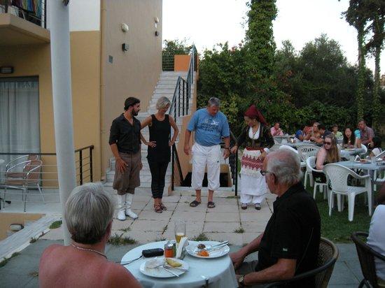 Sunrise Village Hotel: Græsk aften
