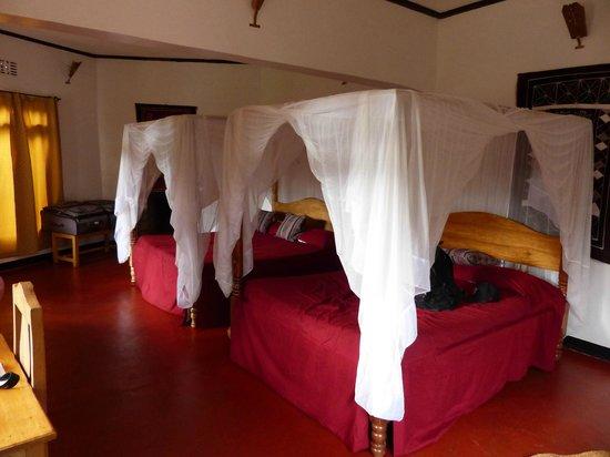 Bougainvillea Safari Lodge: very big comfortable beds