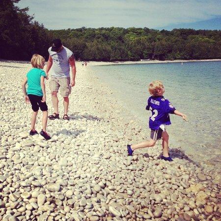 Schoolhouse Beach: Skipping Rocks!