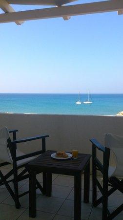 Golden Milos Beach Hotel: Vista terrazzo