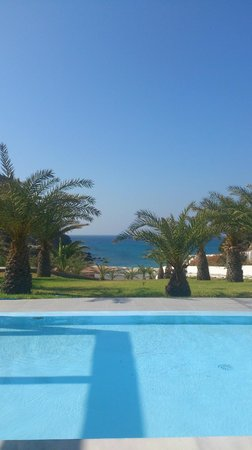 Golden Milos Beach Hotel: Vista dal ristorante