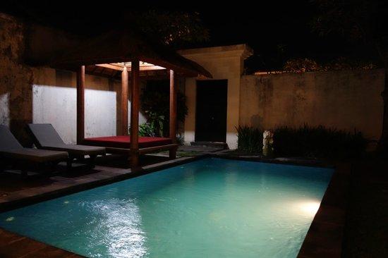 La Villais Exclusive Villa & Spa: villa at night