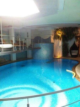 Leading Relax Hotel Maria : la piscina di acqua rivitallizzante
