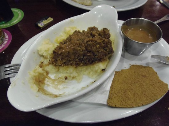 Castle Tavern : The most delicious haggis with whiskey sauce