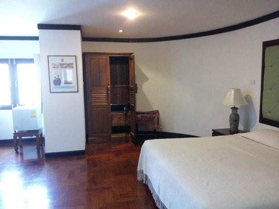 Cucumber Inn Suites: the cleaned room..wonderful