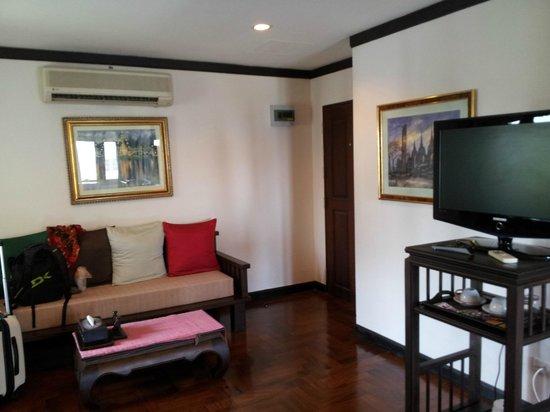 Cucumber Inn Suites: the room