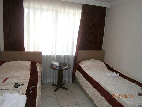 Hotel Pamphylia: номер для троих.имеется холодильник,сейф,плательный шкаф