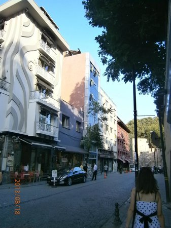 Hotel Pamphylia: улица на которой находится отель