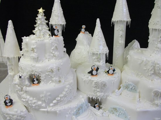 Bryson's Tea Room & Craft Bakery: Wedding Castle Cake