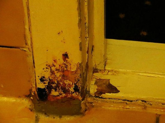 Zleep Hotel Copenhagen City : rotten door frame
