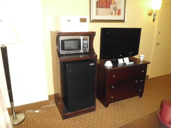 BEST WESTERN PLUS Hotel & Conference Center : suite tv ,fridge, micowave.