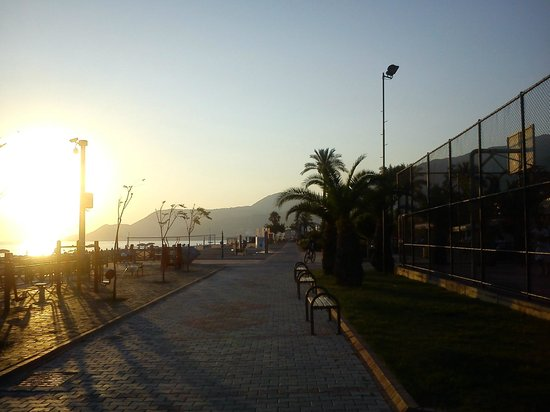 Sunway Hotel: Strandpromenaden