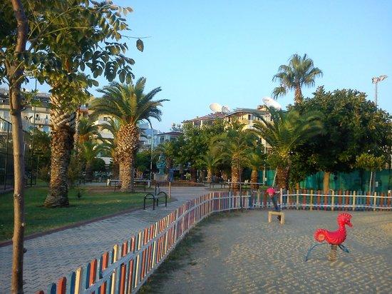 Sunway Hotel: Parken nedanför hotellet