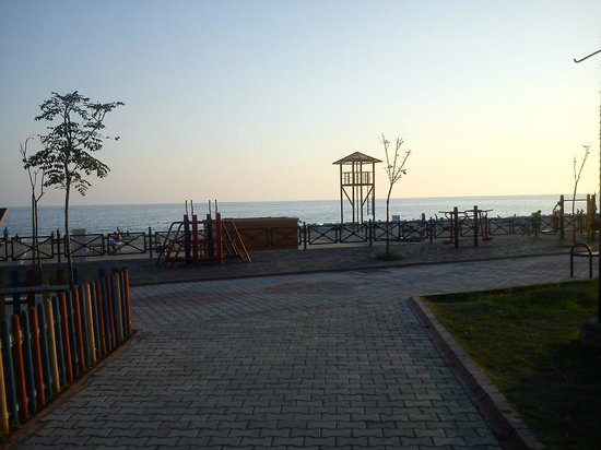 Sunway Hotel : Parken vid stranden