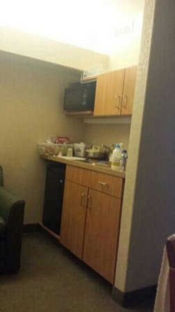 Days Inn - Calgary Airport: Nice kitchenette area.