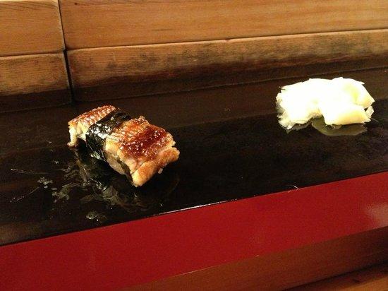 Otomezushi: Una porzione di sushi