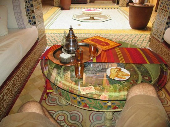 Riad Reves D'orient: Samira Riads - Ground Floor - Tea and cookies waiting for me on arrival