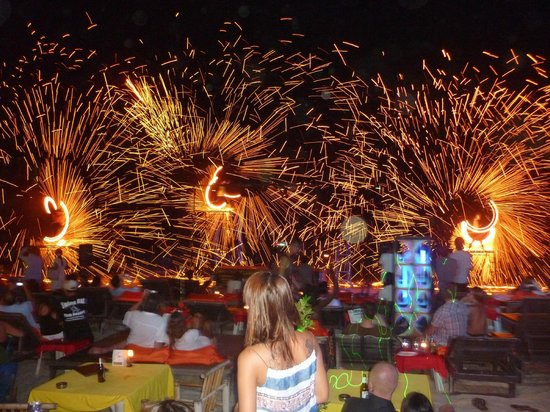 Rich Resort Beachside Hotel: Fire Show Everynight