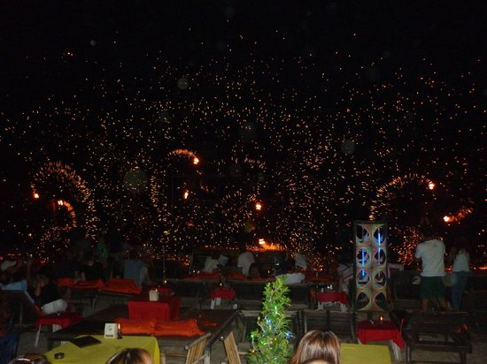 Rich Resort Beachside Hotel: Fire show