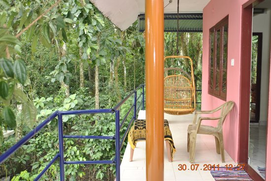 Jungle Paradiso: balcony with forest view