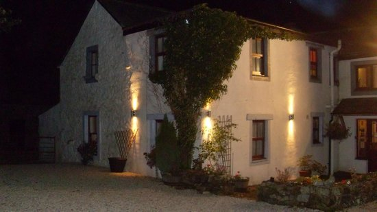 Lane Head Farm Country Guest House: Night view of Lane Head