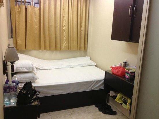 Golden Wave Hotel Hong Kong: Bedroom No.8, more spacious