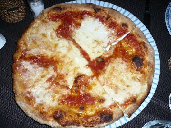 Cafe Latino Sorrento: pizza con bufala e sugo