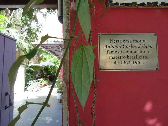 Bonita Ipanema Pousada & Hostel: Placa que fica na frente da pousada