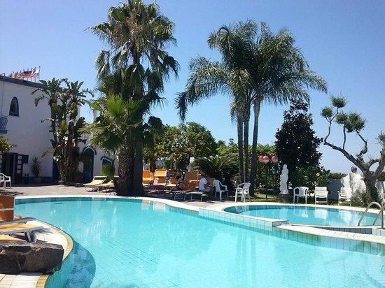 Casamicciola Terme, Italia: piscine esterne