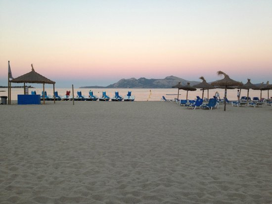 Hoposa Pollentia Hotel: View of beach from the hotel Pollentia