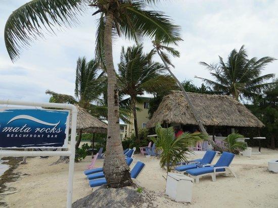 Mata Rocks Resort: bar, pool