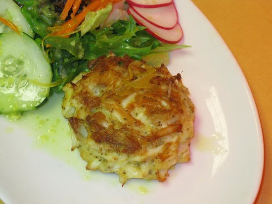Brooks Tavern: CrabCake