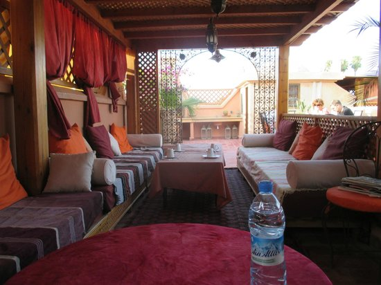 Riad Reves D'orient: Samira Riads - Rooftop couches for relaxing and dining
