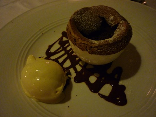 Dark Chocolate Souffle - Foto di Oliver's @ Spice Island Beach Resort ...