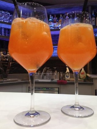 MY WAY CAFFE: aperol spritz with a twist
