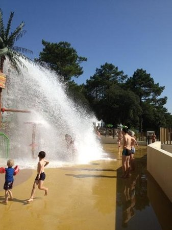 Camping de la Cote d'Argent: water park