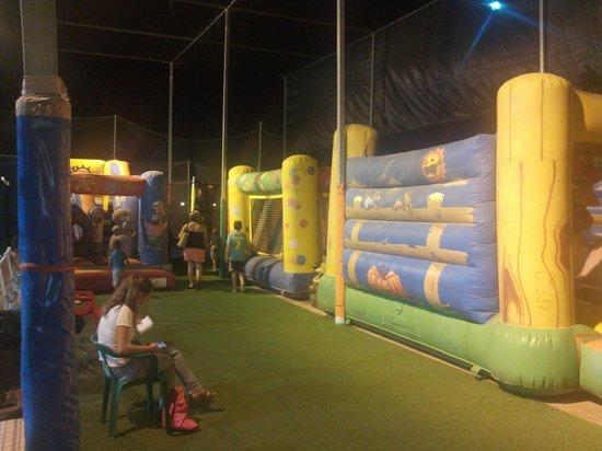 Camping Torre La Sal 2 : Zona de hinchables