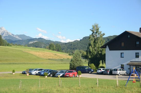 Landhaus Pension Seehof: Hotel from the rear with mountain view.