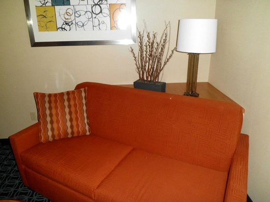 Fairfield Inn & Suites Winchester: suite pic 2