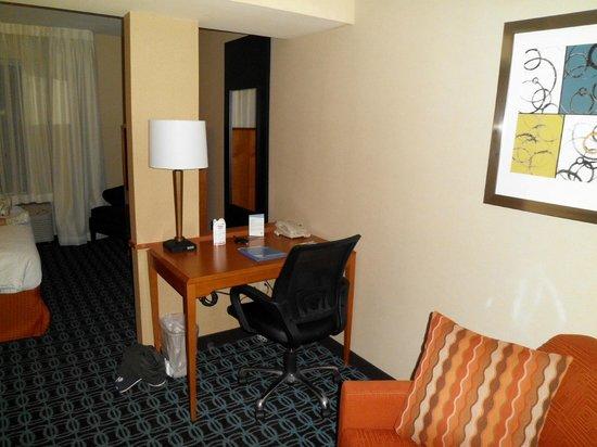 Fairfield Inn & Suites Winchester: suite pic 3