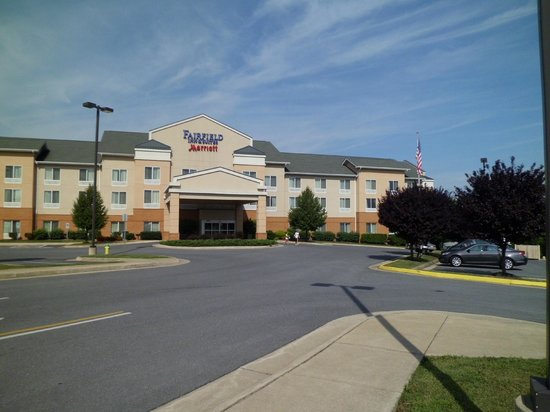 Fairfield Inn & Suites Winchester : hotel exterior pic 2