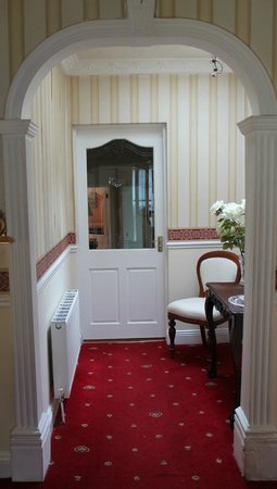 Hazelbrook Bed and Breakfast: Entrance Hall