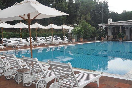 Garden & Villas Resort: Piscina relax