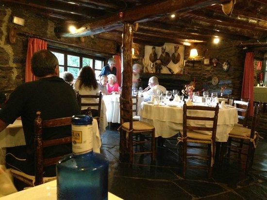 Can Borrell: Interior del restaurante