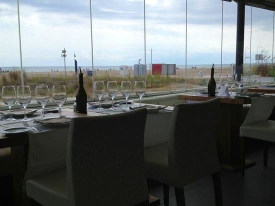 Fosbury Café: near the beach